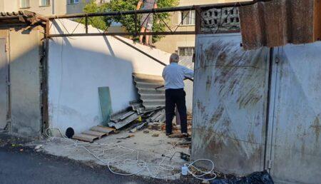 Dispar garajele de pe domeniul public din Piteşti. Primul a fost demolat chiar de proprietar