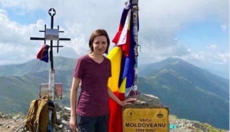 Președintele Maia Sandu, vacanță în Argeș. A urcat pe Vârful Moldoveanu