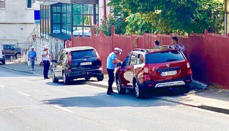 Până se montează stâlpișorii, polițiștii locali au amendat șoferii tupeiști pe Mircea Eliade