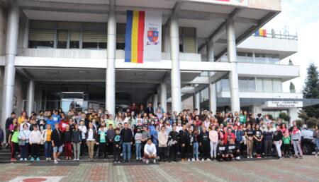 """Mioveni: Amplă acţiune de ecologizare în cadrul campaniei """"Let's Do It, România!"""""""