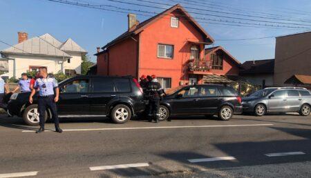 Carambol cu trei autoturisme într-o intersecție din Mioveni