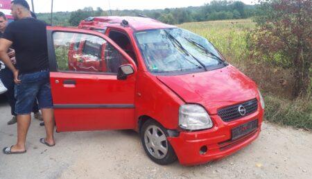 O femeie a ajuns la spital după ce s-a răsturnat cu mașina