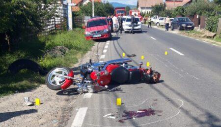 Argeș: Motociclist rănit, după impactul cu o mașină