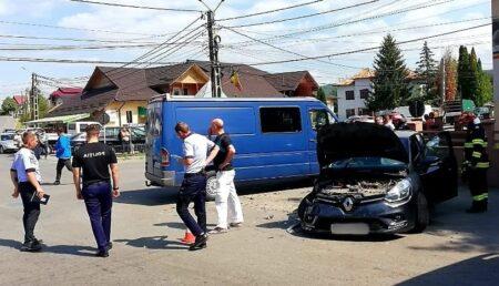 Accident în Argeș. Două autoturisme au intrat în coliziune