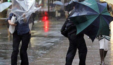 Ploi însemnate cantitativ şi intensificări ale vântului în toată ţara