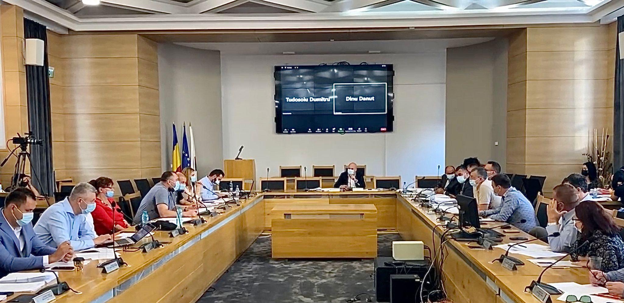 Piteşti: Război între primarul Gentea și consilierii PNL USR-PLUS, privind schimbările în trafic