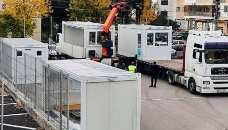 Containere care vor fi folosite drept săli de clasă la o şcoală din Piteşti