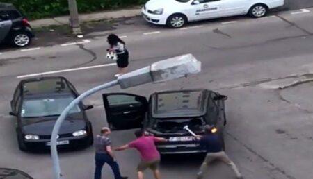 Argeş: Ceartă în stradă, urmată de distrugere