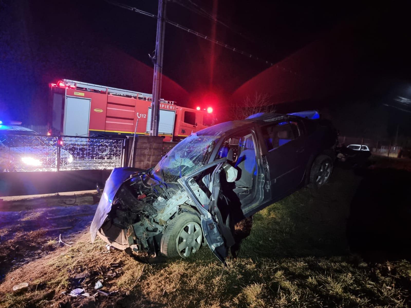 Accident în Argeș. O mașină s-a răsturnat, iar o persoană a ajuns la spital