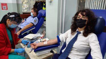 Video – Polițiștii argeșeni au donat sânge și plasmă pentru semenii lor