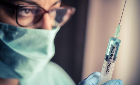 Vaccinarea obligatorie pentru medici și profesori